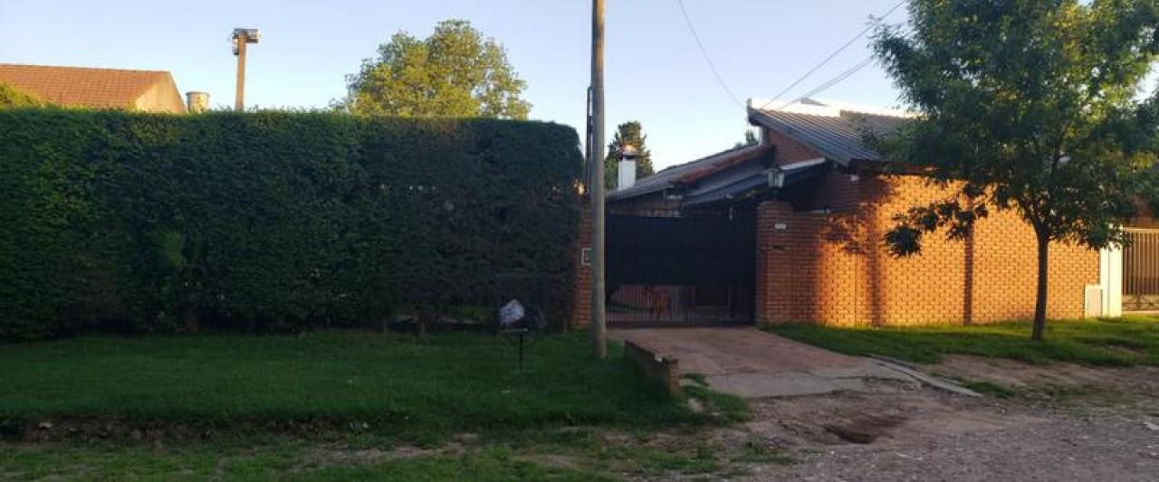 Estupendo Chalet 4 ambientes, Piscina, Quincho c/Parrilla San Juan Nº 655, ,Bella Vista.