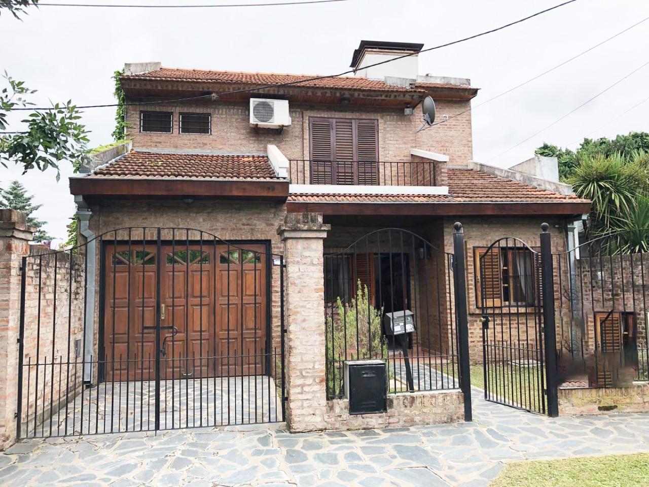 Casa en Dos Plantas, Ideal Familias ( San Miguel)