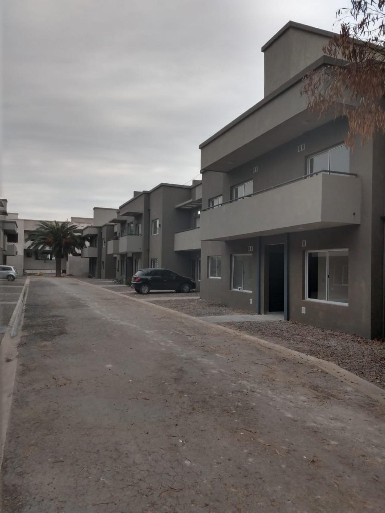 """amplio deto 2 amb cocina separada y patio complejo """"terrazas"""" Muñiz"""